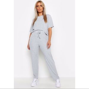 BOOHOO Plus Basic T-Shirt + Pants Set